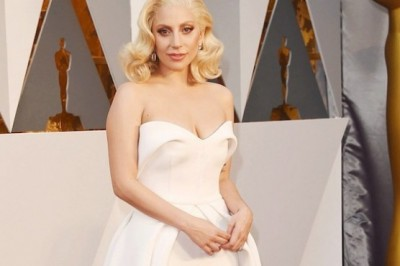 Lady Gaga sings for sexually abused women at the Oscars