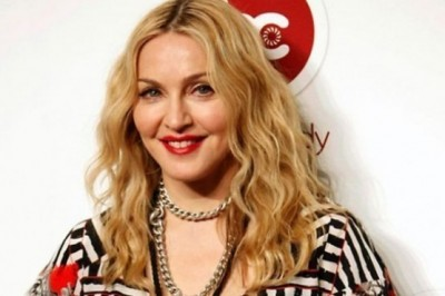 Madonna tries to regain her son through Instagram